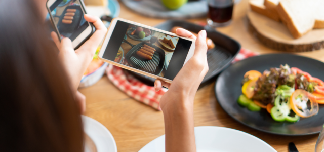 Featured Image for 5 Advantages of Restaurant Social Media Influencer Marketing